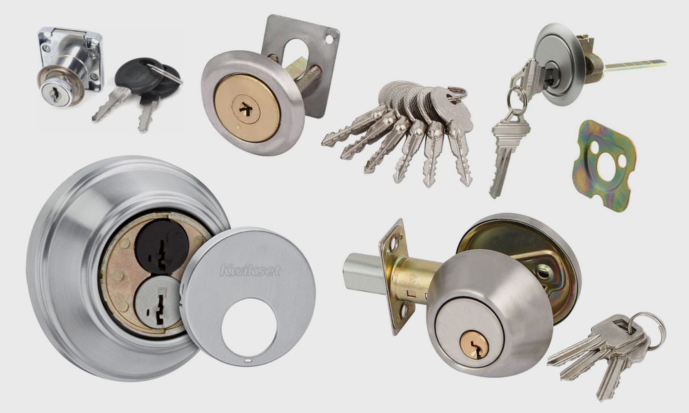 Deadbolt keys and locks